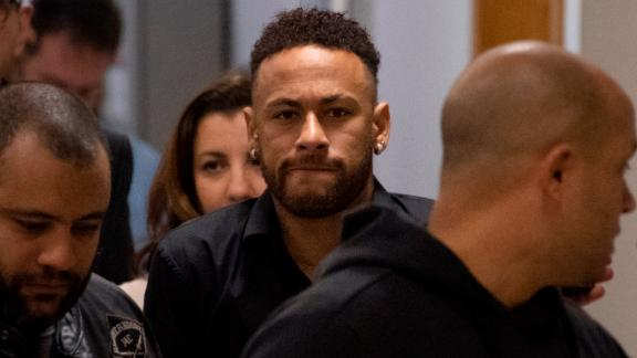 TOPSHOT - Brazil's star striker Neymar leaves a Police Station after giving a statement to police for posting intimate WhatsApp messages with Najila Trindade Mendes de Souza, who has accused of rape, on social media, at the Internet Crime Special Police Unit in Rio de Janeiro, Brazil on June 6, 2019. (Photo by Mauro Pimentel / AFP)        (Photo credit should read MAURO PIMENTEL/AFP/Getty Images)
