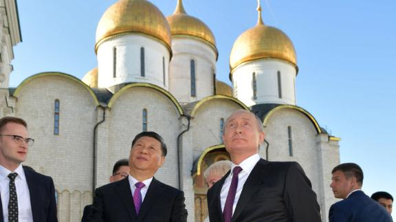 Russian President Vladimir Putin and his Chinese counterpart Xi Jinping tour the Kremlin following their talks, Moscow, June 5, 2019. (Photo by Alexey DRUZHININ / SPUTNIK / AFP)        (Photo credit should read ALEXEY DRUZHININ/AFP/Getty Images)