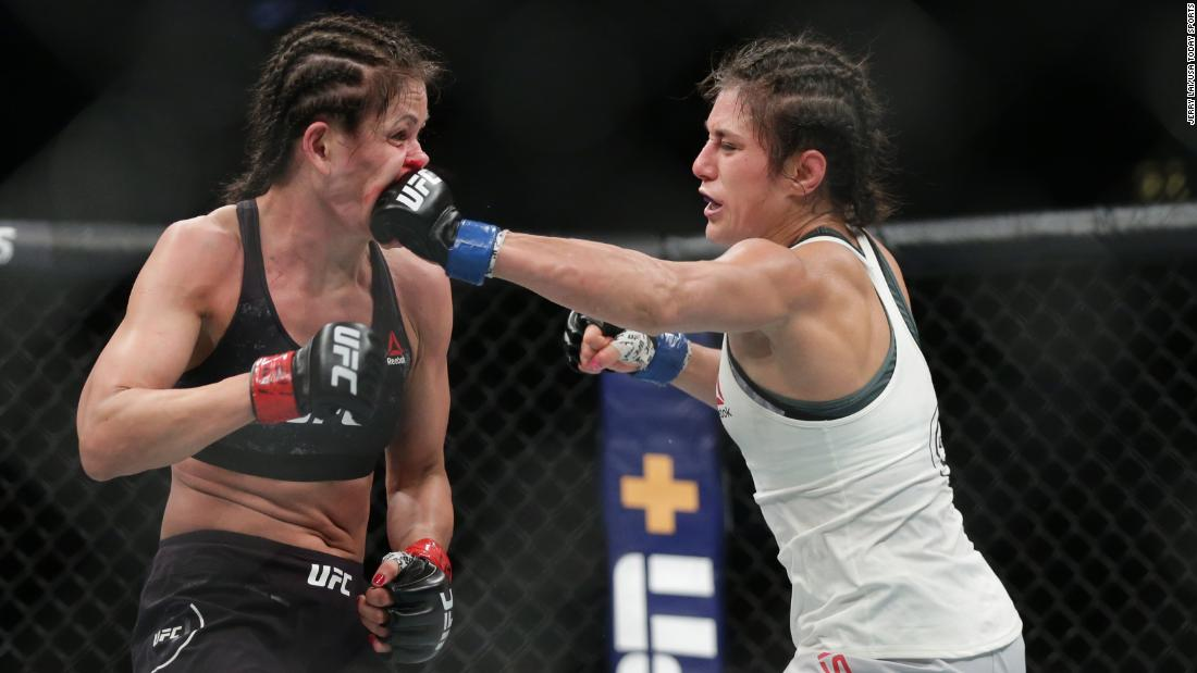 Karolina Kowalkiewicz (red gloves) and Alexa Grasso (blue gloves) during UFC 238 at United Center.