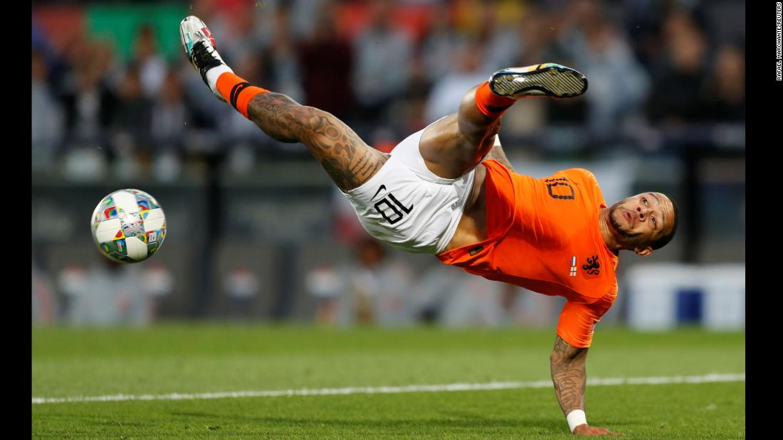 Netherlands' Memphis Depay in action during UEFA Nations League Semi Final against England in Estadio D. Afonso Henriques, Guimaraes, Portugal on June 6, 2019.