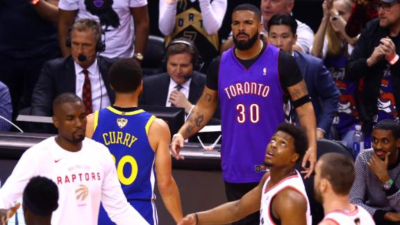 TORONTO, ONTARIO - MAY 30:  Rapper Drake and Stephen Curry #30 of the Golden State Warriors exchange words during a timeout in the first quarter during Game One of the 2019 NBA Finals between the Golden State Warriors and the Toronto Raptors at Scotiabank Arena on May 30, 2019 in Toronto, Canada. NOTE TO USER: User expressly acknowledges and agrees that, by downloading and or using this photograph, User is consenting to the terms and conditions of the Getty Images License Agreement. (Photo by Vaughn Ridley/Getty Images)