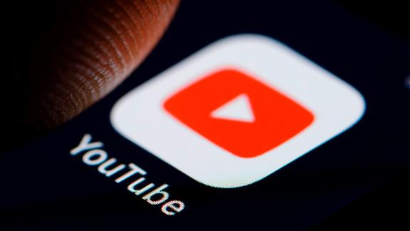 BERLIN, GERMANY - NOVEMBER 19: The Logo of video-sharing website YouTube is displayed on a smartphone on November 19, 2018 in Berlin, Germany. (Photo by Thomas Trutschel/Photothek via Getty Images)