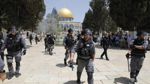 Israeli security forces gather at the al-Aqsa Mosque compound in the Old City of Jerusalem on June 2, 2019, as clashes broke out while Israelis marked Jerusalem Day, which commemorates the country