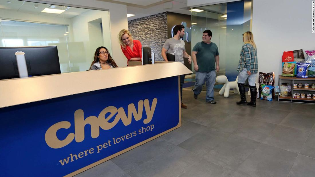 Chewy raises $1 billion in IPO - CNN thumbnail