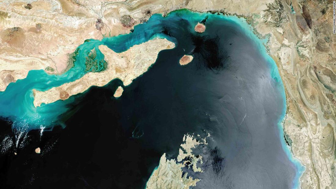 Iran dapat mengganggu pelayaran di Selat Hormuz. Inilah mengapa yang penting