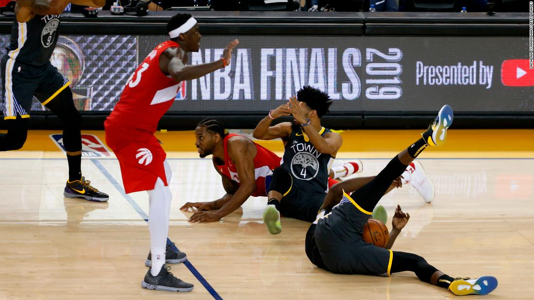 The scramble, after a Stephen Curry missed 3-pointer, led to a timeout called by Golden State's Draymond Green with less than a second to play. The Warriors had no timeouts remaining, however, so they received a technical foul instead.