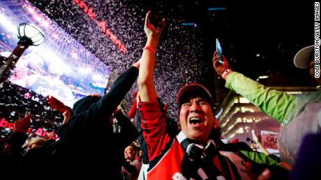 new concept ddba1 87095 Toronto Raptors fans celebrate NBA Finals victory