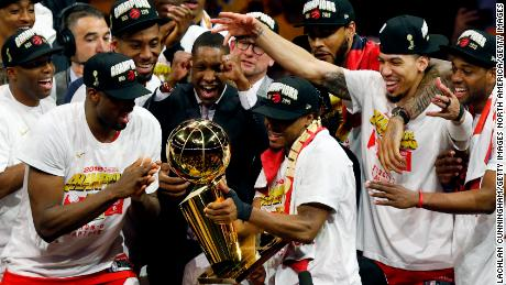 OAKLAND, CALIFORNIA - JUNE 13:  Kawhi Leonard #2 of the Toronto Raptors celebrates with the Larry O'Brien Championship Trophy after his team defeated the Golden State Warriors to win Game Six of the 2019 NBA Finals at ORACLE Arena on June 13, 2019 in Oakland, California. NOTE TO USER: User expressly acknowledges and agrees that, by downloading and or using this photograph, User is consenting to the terms and conditions of the Getty Images License Agreement. (Photo by Lachlan Cunningham/Getty Images)