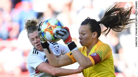 Linda Dallmann and Chile's goalkeeper Christiane Endler vie for the ball.