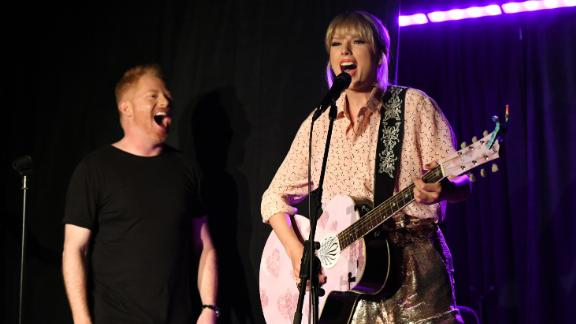 NEW YORK, NEW YORK - JUNE 14:  Jesse Tyler Ferguson (L) and Taylor Swift perform at AEG and Stonewall Inn's pride celebration commemorating the 50th anniversary of the Stonewall Uprising. AEG has pledged its support to SIGBI's development of an LGBTQ+ anti-bias training standard. #EqualityForAll #BetterAsOne (Photo by Craig Barritt/Getty Images for AEG)