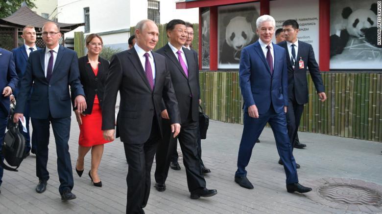Vladimir Putin and Xi Jinping visiting Mosow Zoo