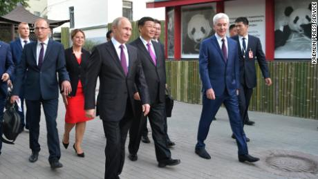 Vladimir Putin and Xi Jinping visiting Mosow Zoo