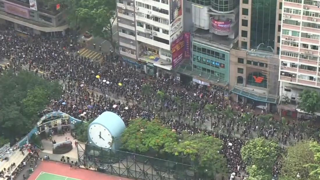 Hong Kong extradition bill: Thousands march in large-scale protest