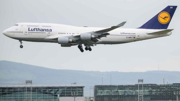 30 April 2019, Hessen, Frankfurt/Main: A Lufthansa aircraft lands at Frankfurt Airport Photo: Andreas Arnold/dpa (Photo by Andreas Arnold/picture alliance via Getty Images)