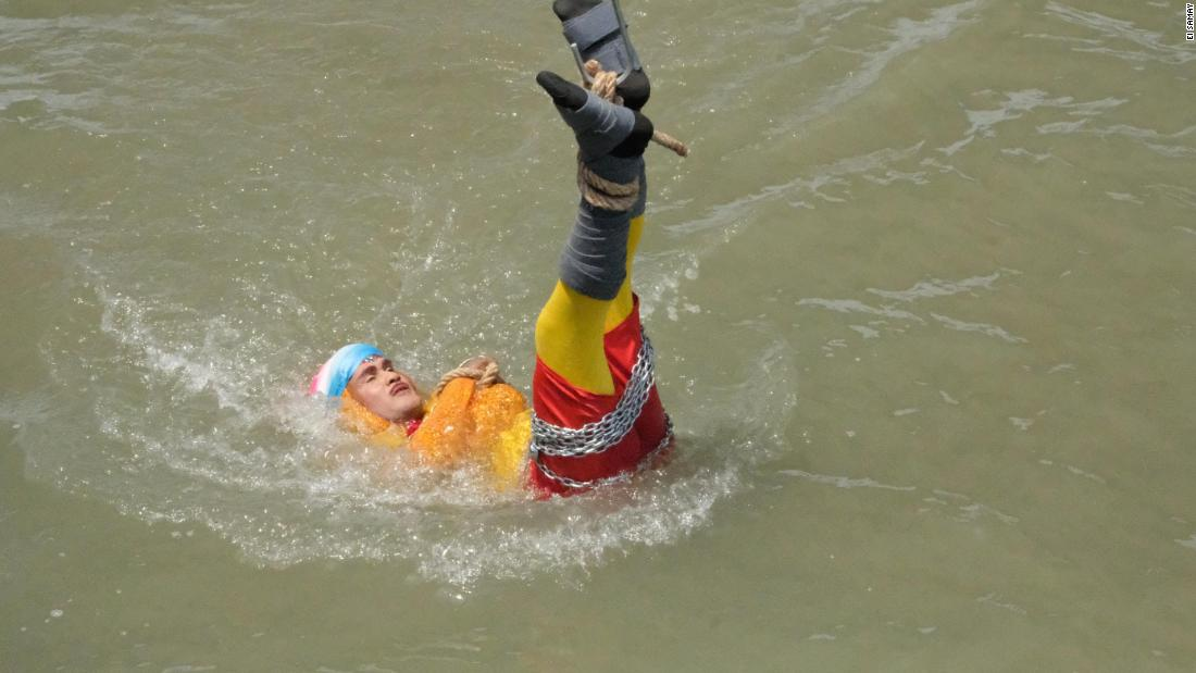 Magician's body found after failed river escape stunt