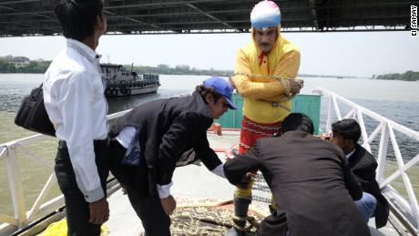 Indian magician feared drowned after attempting Houdini