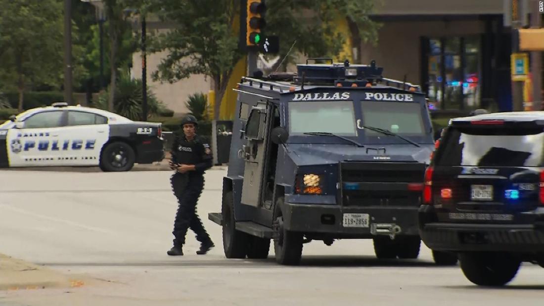 FBI looking into suspected Dallas gunman's military and social media history