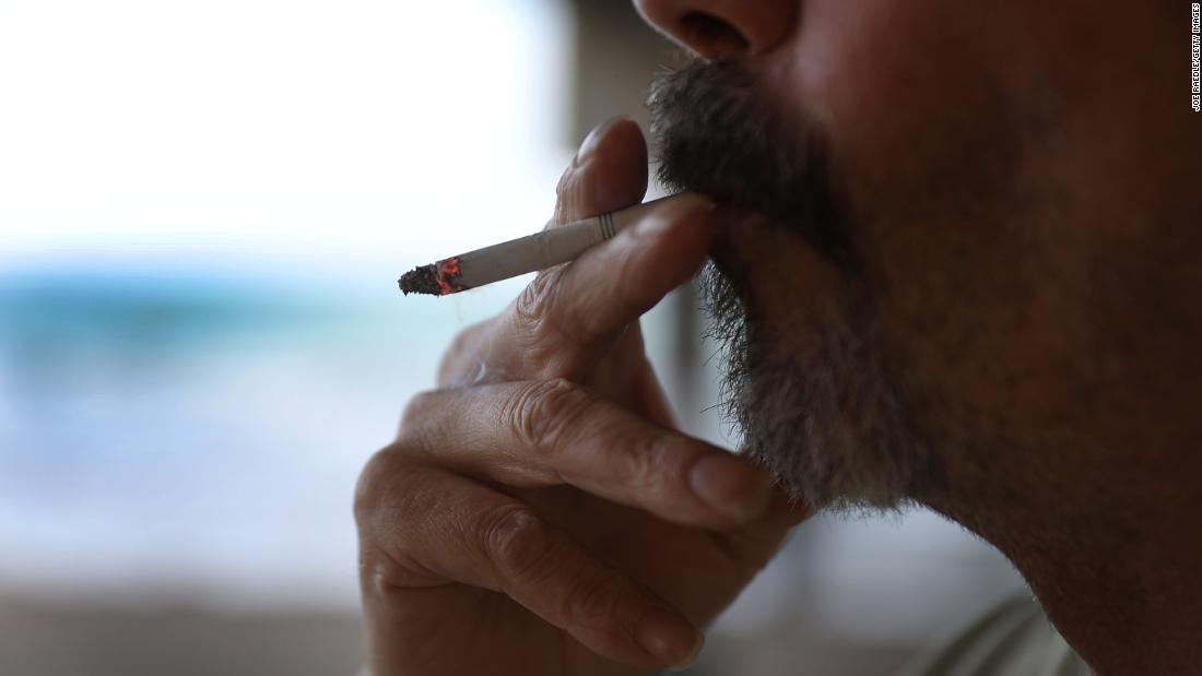 Meinung: Warum Covid-19 machen könnte man überdenken Sie Ihre Rauchgewohnheiten