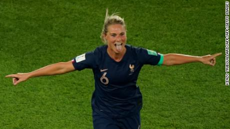TOPSHOT - France's midfielder Amandine Henry celebrates scoring her team's fourth goal during the France 2019 Women's World Cup Group A football match between France and South Korea, on June 7, 2019, at the Parc des Princes stadium, in Paris. (Photo by Kenzo TRIBOUILLARD / AFP)        (Photo credit should read KENZO TRIBOUILLARD/AFP/Getty Images)