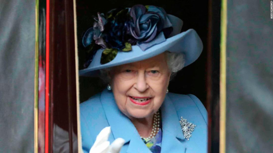 The Queen Leads The Royal Procession At Royal Ascot 2019 Cnn