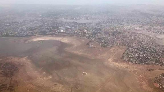 """Srini Swaminathan, who took this photograph of Chembarambakkam reservoir from a plane, told CNN: """"I have been living here since 1992 and have never seen anything like this before."""""""