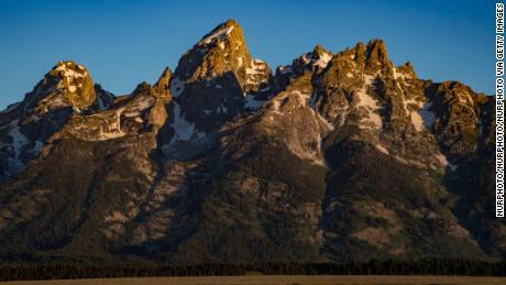 2 persoane au murit în căutarea comorilor din Munții Stâncoși. Șeriful îi avertizează pe cercetători să respecte Pământul