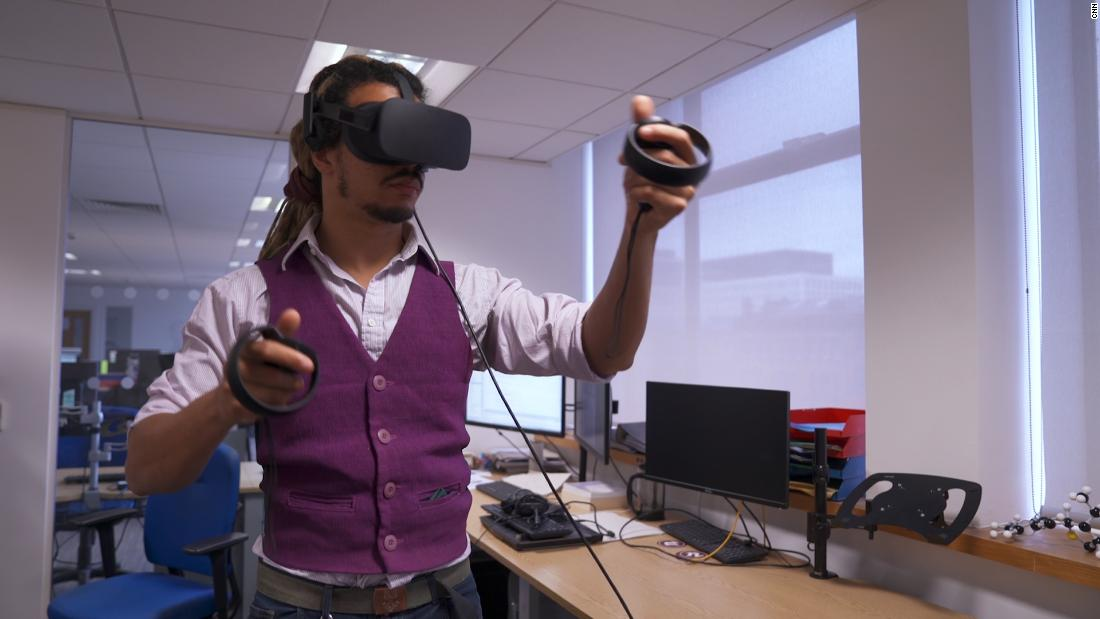 Virtual reality is helping scientists discover new drugs - CNN Video