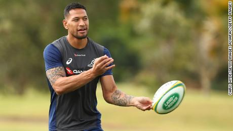 GOLD COAST, AUSTRALIA - SEPTEMBER 04:  Israel Folau passes during an Australian Wallabies training session at Sanctuary Cove on September 4, 2018 in Gold Coast, Australia.  (Photo by Chris Hyde/Getty Images)