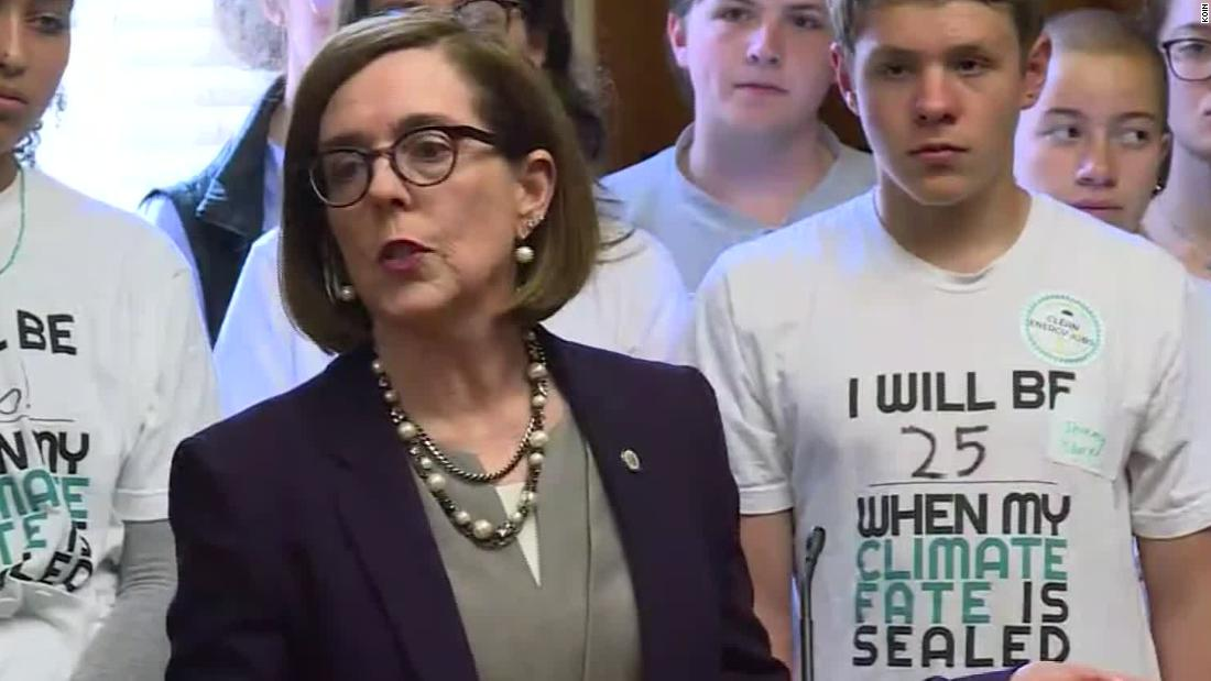Oregon state GOP chair begins effort to recall Democratic governor