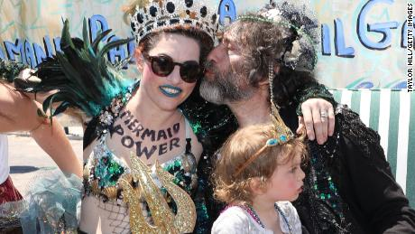 Author Neil Gaiman and his wife, musician Amanda Palmer, enjoy the 2018 parade, where they were appointed king and queen.