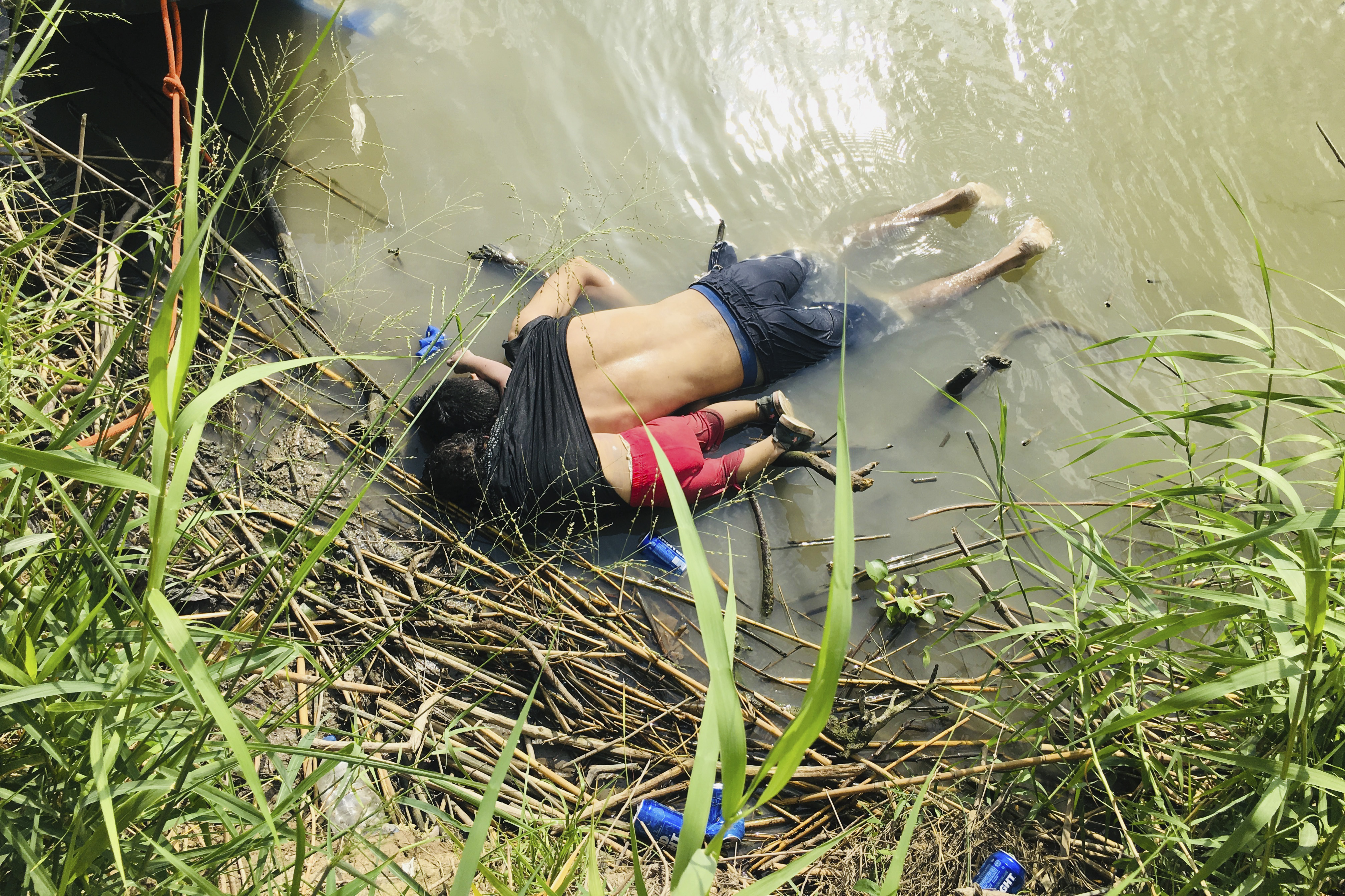 Video captures drowned man and daughter near US border - CNN Video