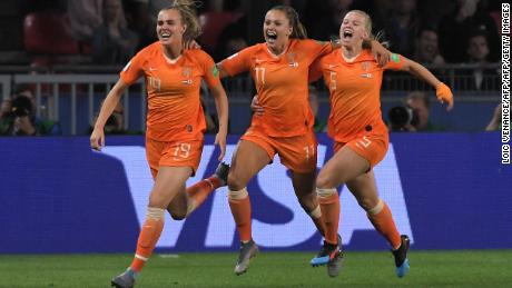 Netherlands' forward Lieke Martens (c) celebrates with teammates after scoring a goal scores a goal during the France 2019 Women's World Cup round of sixteen football match between Netherlands and Japan, on June 25, 2019, at the Roazhon Park stadium in Rennes, north western France. (Photo by LOIC VENANCE / AFP)        (Photo credit should read LOIC VENANCE/AFP/Getty Images)