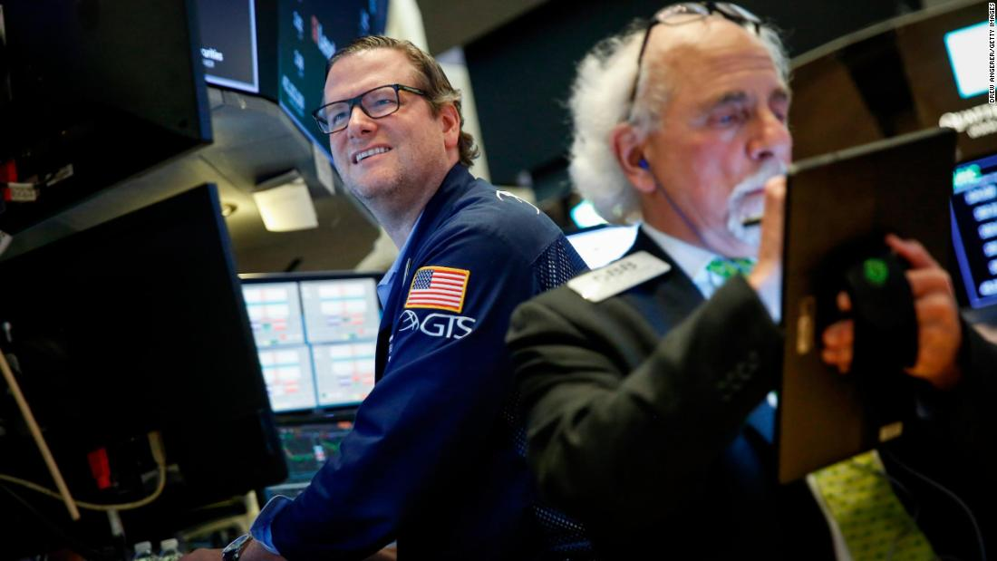 Dow loses steam and finishes lower despite trade optimism