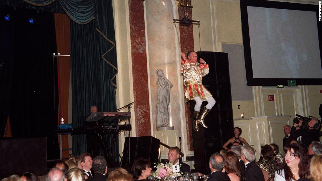 King makes a grand entrance at a benefit for his foundation in 2001.