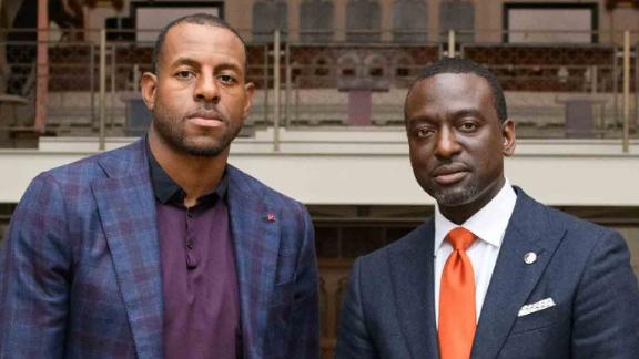 Andre Iguodala takes a photo with Yusef Salaam, a member of the Central Park Five.