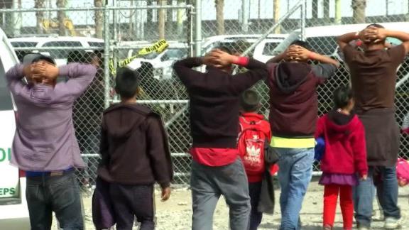 fondos migrantes crisis lucha congreso pelosi ocasio mcalenaan pkg ione molinares directo usa_00013903.jpg