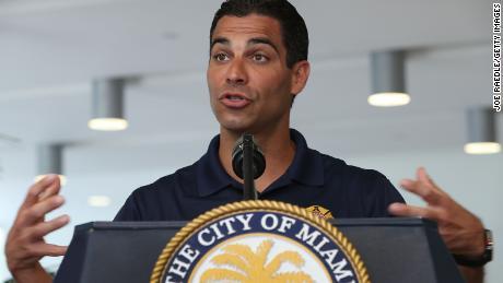 Miami Belediye Başkanı Francis Suarez, iklim krizinin etkisiyle mücadele planını savundu.
