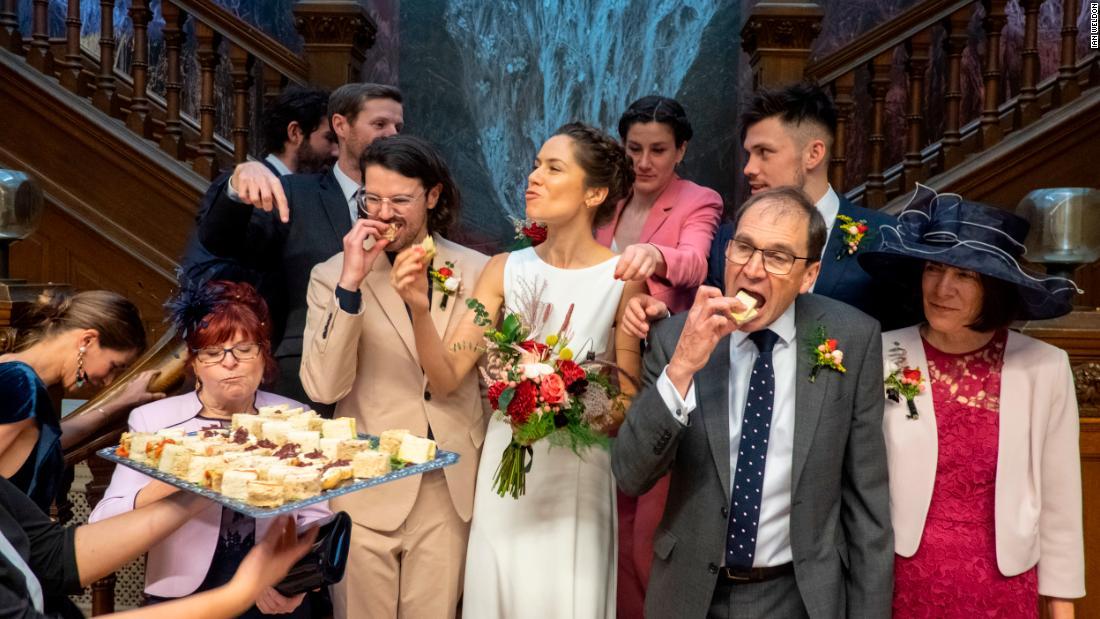 Μια φωτογράφος γάμου μοιάζει με καμία άλλη