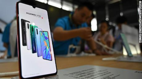People visit a Huawei stand during the Mobile World Congress (MWC 2019) introducing next-generation technology at the Shanghai New International Expo Centre(SNIEC) in Shanghai on June 26, 2019. (Photo by HECTOR RETAMAL / AFP)        (Photo credit should read HECTOR RETAMAL/AFP/Getty Images)