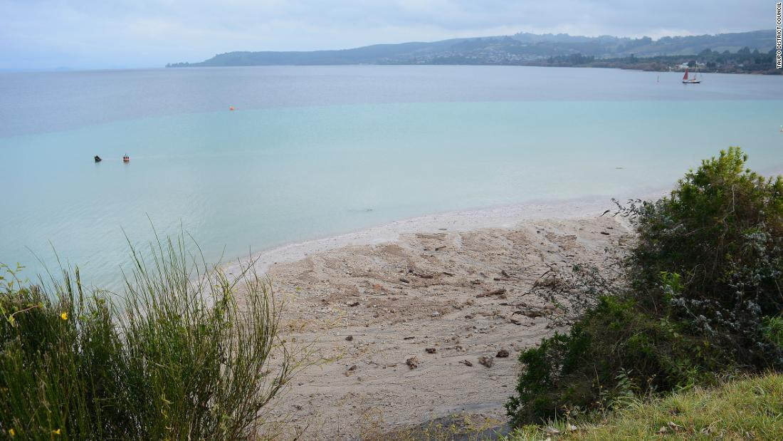 Residents told don't flush your toilets, as sewage leaks into New Zealand's largest lake