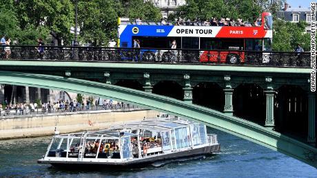 Paris deputy mayor says tourist buses 'no longer welcome'