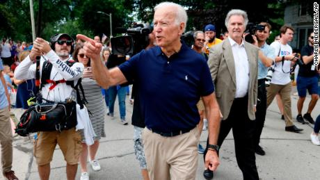 Former Vice President and Democratic Presidential Candidate Joe Biden greets local residents as he goes into independence on July 4, July, parade Thursday, July 4, 2019 in Independence, Iowa. (AP Photo / Charlie Neibergall)