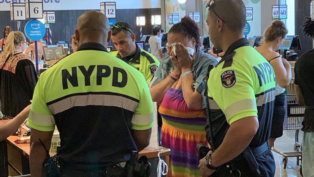 Instead of arresting a woman accused of shoplifting, these NYPD officers paid for her meal