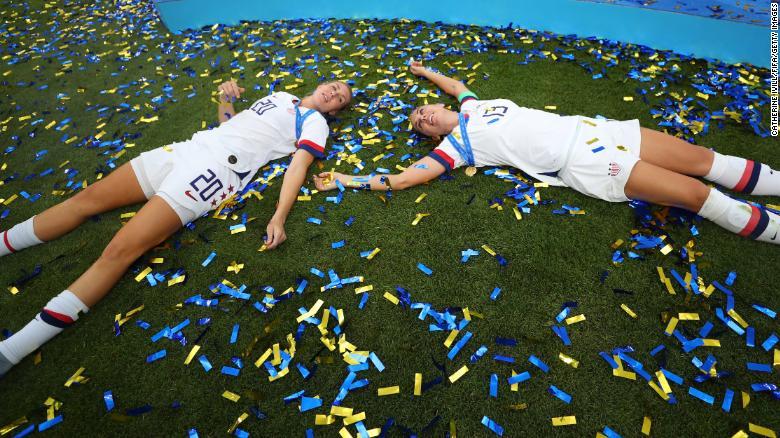 由于Megan Rapinoe和Rose Lavelle的目标,USWNT赢得了女子世界杯