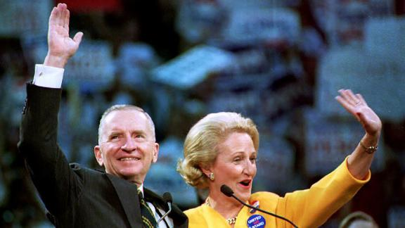 DALLAS, :  U.S. independant presidential candidate Ross Perot(L) and his wife Margot (R)wave to the supporters gathered at Dallas' Reunion Arena 02 November for Perot's last campaign rally before the U.S. general election 03 November. (Photo credit should read PAUL J. RICHARDS/AFP/Getty Images)