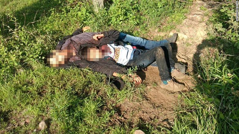 Cristian dan ayahnya Rudy, ditemukan oleh pihak berwenang saat akan melintasi perbatasan Mexico-AS.