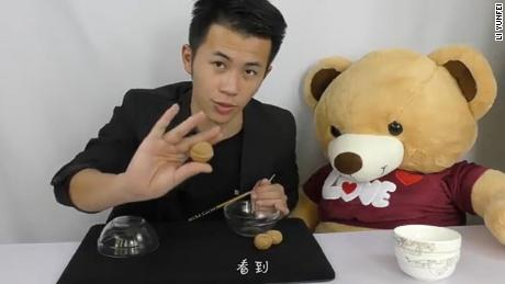 Millennial magician Li Yunfei posts in this video how Tian Xueming seemingly makes balls teleport from one clear bowl to another.