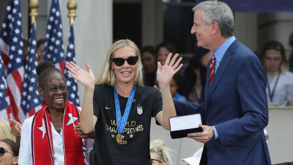 Allie Long of the United States Women's National Soccer Team receives the key to the city from Chirlane McCray and Mayor Bill de Blasio on July 10, 2019 in New York City.