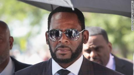 R. Kelly's girlfriend accuses him of controlling and manipulative behavior