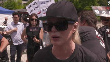 dog meat protest south korea hancocks pkg vpx_00003413.jpg